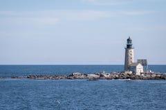 Μισής απόστασης φάρος βράχου Στοκ Φωτογραφία