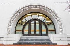 Μισή είσοδος κύριων πορτών κύκλων Στοκ εικόνα με δικαίωμα ελεύθερης χρήσης
