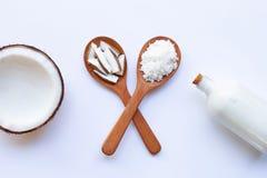 Μισή καρύδα με το γάλα καρύδων στο λευκό στοκ εικόνα με δικαίωμα ελεύθερης χρήσης
