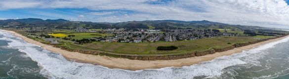Μισή κρατική παραλία κόλπων φεγγαριών σε Καλιφόρνια στοκ φωτογραφία με δικαίωμα ελεύθερης χρήσης