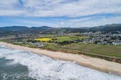 Μισή κρατική παραλία κόλπων φεγγαριών σε Καλιφόρνια στοκ εικόνες με δικαίωμα ελεύθερης χρήσης