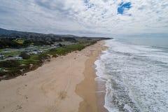 Μισή κρατική παραλία κόλπων φεγγαριών σε Καλιφόρνια στοκ φωτογραφίες