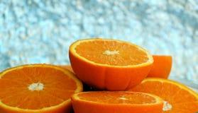 Μισή πορτοκαλιά στάση στα άλλα μισά Στοκ Φωτογραφία