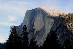 Μισός θόλος, εθνικό πάρκο Yosemite, άποψη Καλιφόρνιας από το χωριό κάρρυ Στοκ Φωτογραφίες