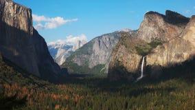 Μισός θόλος και εθνικό πάρκο Yosemite από την άποψη σηράγγων απόθεμα βίντεο