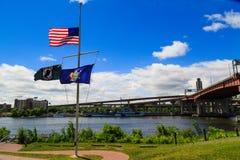 Μισός ιστός αμερικανικών σημαιών για τα θύματα πυροβολισμού του Ορλάντο Στοκ φωτογραφία με δικαίωμα ελεύθερης χρήσης