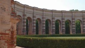 Μισός κύκλος των αψίδων και των στηλών στον κήπο Palazzo Te σε Mantua φιλμ μικρού μήκους