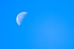 Μισός μπλε ουρανός φεγγαριών Στοκ Φωτογραφίες
