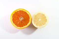 Μισό λεμόνι και μισό πορτοκάλι Στοκ εικόνες με δικαίωμα ελεύθερης χρήσης
