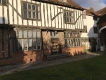Μισό-εφοδιασμένο με ξύλα μεσαιωνικό σπίτι πίσω από το κατάστημα βιβλίων του ST Philips ` στην Οξφόρδη, UK Στοκ Εικόνες