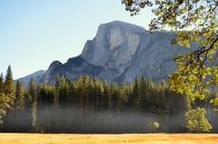 Μισό-θόλος Yosemite Στοκ φωτογραφία με δικαίωμα ελεύθερης χρήσης