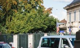 Μισό-ιστός σημαιών αμερικανικών πρεσβειών μετά από τις επιθέσεις που σκοτώνουν στο Λας Βέγκας Στοκ φωτογραφίες με δικαίωμα ελεύθερης χρήσης