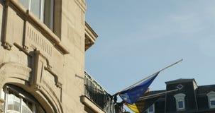 Μισό-ιστός σημαιών πρεσβειών του Βελγίου για να πληρώσει το φόρο φιλμ μικρού μήκους