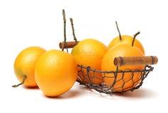 Μισό πορτοκάλι και πορτοκάλι Στοκ εικόνα με δικαίωμα ελεύθερης χρήσης