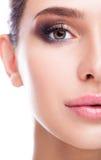 Μισό πορτρέτο ομορφιάς προσώπου θηλυκό με το χρώμα της Shell βεντουζών aqua ey Στοκ φωτογραφία με δικαίωμα ελεύθερης χρήσης