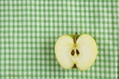 μισό τραπεζομάντιλο μήλων Στοκ Εικόνες