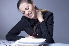 Μισώ την εργασία γραφείων μου Κόλαση γραφείων Γυναίκα που πηγαίνει τρελλή με την εργασία Στοκ Εικόνες