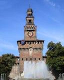 Μιλάνο Castle Sforzesco με την πηγή Στοκ φωτογραφίες με δικαίωμα ελεύθερης χρήσης