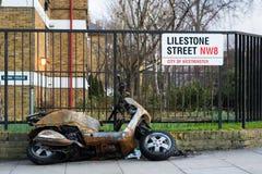 Μμένο έξω μοτοποδήλατο στο κεντρικό Λονδίνο στοκ φωτογραφία με δικαίωμα ελεύθερης χρήσης