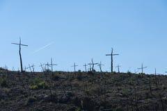 Μμένο δασικό σύνολο των σταυρών που γίνονται με τους κλάδους Στοκ φωτογραφίες με δικαίωμα ελεύθερης χρήσης