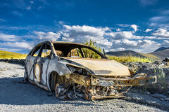Μμένο αυτοκίνητο στο δρόμο Στοκ Φωτογραφίες