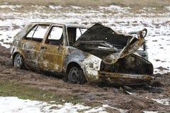 Μμένο αυτοκίνητο, σώμα αυτοκινήτων εγκαυμάτων έξω, σπασμένο όχημα Στοκ Φωτογραφία