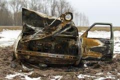 Μμένο αυτοκίνητο, σώμα αυτοκινήτων εγκαυμάτων έξω, σπασμένο όχημα Στοκ Εικόνες