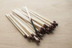 Μμένο και ολόκληρο κεφάλι matchsticks Στοκ φωτογραφία με δικαίωμα ελεύθερης χρήσης