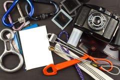 Μνήμες του τρόπου μέσω των βουνών Η παλαιά κάμερα Μνήμες στην αναρρίχηση Φωτογραφίες οικογενειακών λευκωμάτων Μνήμες της νεολαίας Στοκ φωτογραφία με δικαίωμα ελεύθερης χρήσης