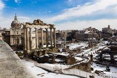 μνημεία φόρουμ άλλος ρωμαϊκός ναός του Κρόνου στοκ εικόνες