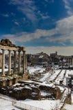 μνημεία φόρουμ άλλος ρωμαϊκός ναός του Κρόνου στοκ εικόνα