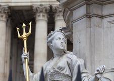 Μνημείο βασίλισσα Anne μπροστά από τον καθεδρικό ναό του ST Paul ` s, γλυπτό σε ένα βάθρο, Λονδίνο, Ηνωμένο Βασίλειο Στοκ Εικόνα