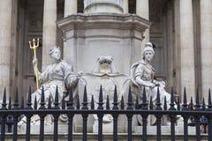Μνημείο βασίλισσα Anne μπροστά από τον καθεδρικό ναό του ST Paul ` s, γλυπτό σε ένα βάθρο, Λονδίνο, Ηνωμένο Βασίλειο Στοκ Εικόνες