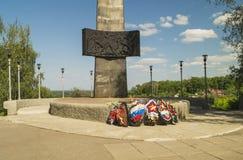 Μνημείο και αιώνια φλόγα με το στεφάνι Στοκ εικόνες με δικαίωμα ελεύθερης χρήσης