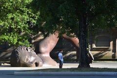 Μνημείο και να φανεί αγόρι, Στοκ φωτογραφία με δικαίωμα ελεύθερης χρήσης