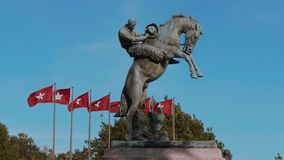 Μνημείο και σημαίες της Οκλαχόμα στο κράτος Capitol στη Πόλη της Οκλαχόμα απόθεμα βίντεο