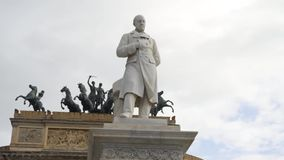 Μνημείο κοντά στο τόξο de Triomphe στην Ευρώπη απόθεμα απόθεμα βίντεο