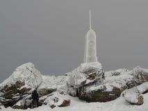 Μνημείο με το hoarfrost Στοκ φωτογραφία με δικαίωμα ελεύθερης χρήσης