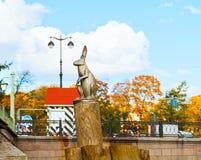 Μνημείο οι λαγοί που δραπετεύουν την πλημμύρα στον πόλο κοντά στο Peter και το φρούριο του Paul Σε Άγιο Πετρούπολη, Ρωσία Στοκ Εικόνα