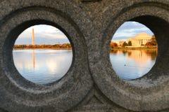Μνημείο Ουάσιγκτον DC - Jefferson και μνημείο στοκ εικόνες με δικαίωμα ελεύθερης χρήσης