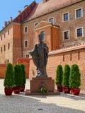 Μνημείο Παπάντων Ιωάννης Παύλος Β' σε Wawel Castle, Κρακοβία, Πολωνία Στοκ εικόνα με δικαίωμα ελεύθερης χρήσης