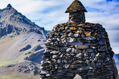Μνημείο πετρών της Ισλανδίας Arnarstapi στο μυθολογικό ήρωα Στοκ φωτογραφία με δικαίωμα ελεύθερης χρήσης