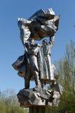 Μνημείο-πηγή στους ήρωες του μεγάλου πατριωτικού πολέμου ενάντια στον ουρανό στο πάρκο νίκης σε Volgodonsk Στοκ φωτογραφίες με δικαίωμα ελεύθερης χρήσης