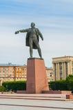 Μνημείο σε Λένιν στο υπόβαθρο της Βουλής των Σοβιετικών στην πλατεία της Μόσχας σε Άγιο Πετρούπολη, Ρωσία Στοκ φωτογραφία με δικαίωμα ελεύθερης χρήσης