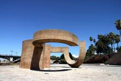 Μνημείο στην ανοχή του Eduardo Chillida δίπλα στον ποταμό Γκουανταλκιβίρ στην στοκ εικόνες με δικαίωμα ελεύθερης χρήσης