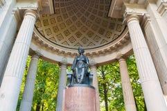 Μνημείο στην αυτοκράτειρα Μαρία Fedorovna στο περίπτερο της Rossi Pavlovsk κοντά σε Άγιο Πετρούπολη, Ρωσία Στοκ Εικόνα