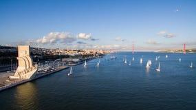 Μνημείο στην εναέρια άποψη της Λισσαβώνας ανακαλύψεων στοκ φωτογραφίες