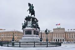 Μνημείο στην πλατεία του Nicholas του 1$ου Isaac το χειμώνα Στοκ Φωτογραφίες