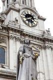 Μνημείο στη βασίλισσα Anne μπροστά από τον καθεδρικό ναό του ST Paul ` s, Λονδίνο, Ηνωμένο Βασίλειο λ, Lond Στοκ φωτογραφία με δικαίωμα ελεύθερης χρήσης