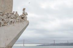 Μνημείο στις ανακαλύψεις που κοιτάζουν triumphantly έξω πέρα από τον Ατλαντικό Ωκεανό σε Betlem, Λισσαβώνα, Πορτογαλία στοκ εικόνες